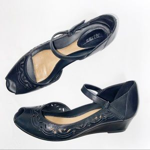 Earth Shoes Black Leather Sugerberry Wedge Sandals